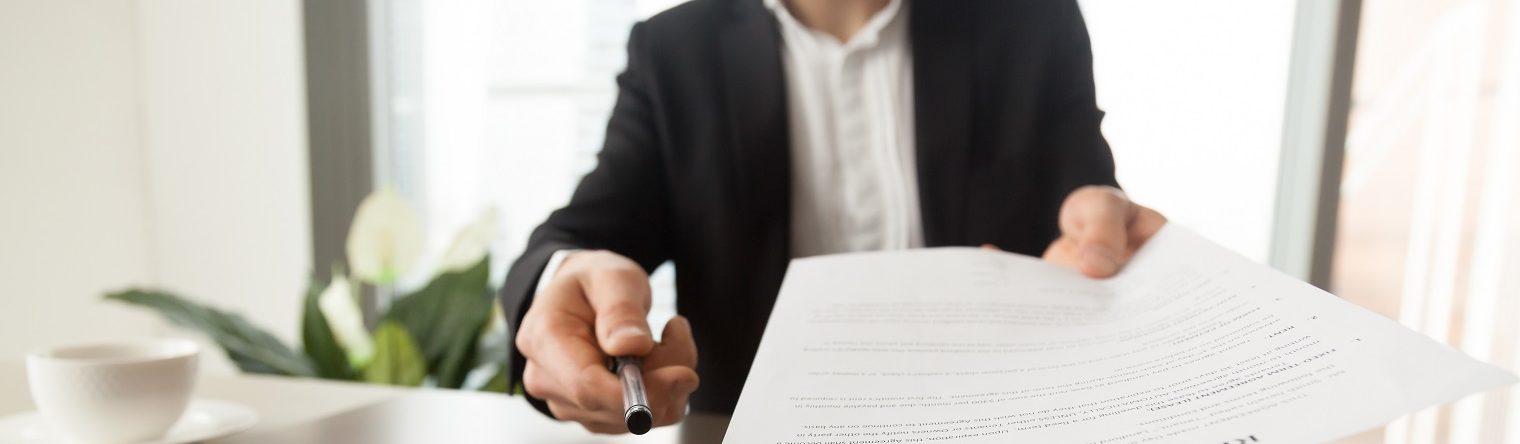 Можно ли передавать свои документы на жилье третьим лицам? Какие есть риски?, фото [1]