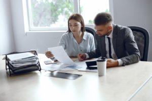 Можно ли передавать свои документы на жилье третьим лицам? Какие есть риски?